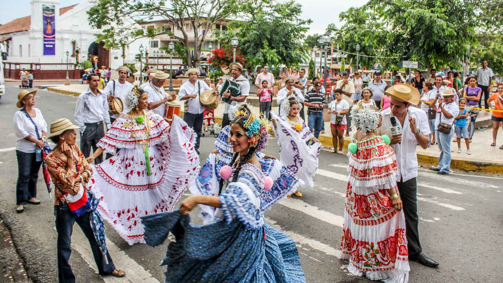 """Umzug zum Nationalfeiertag der """"Pollera"""" in Las Tablas"""