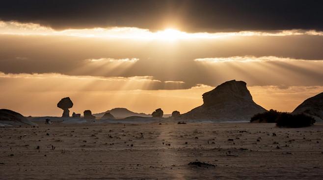 Sonnenuntergang über der Weißen Wüste
