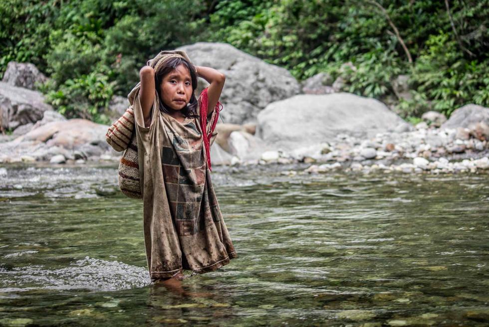 Mädchen im Fluss