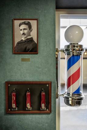 Rasierapparate & Barberpole (Barbierpfosten) als Zunftzeichen der Barbiere