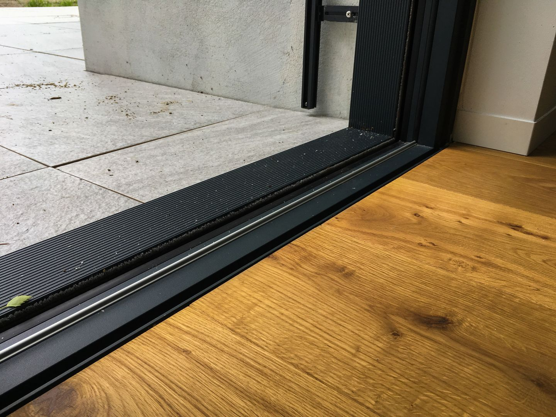 drzwi bez progu przesuwne do domu na taras balkon aluminium oknowent