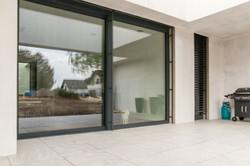 drzwi do domu z niskim progiem balkonowe aluminiowe producent stolarki oknowent