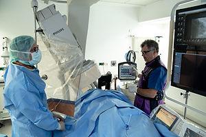 defibrylator z możliwością monitorowania parametrów życiowych pacjenta