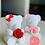 Thumbnail: Kleiner weißer Bär mit Rose