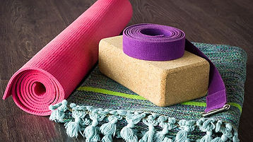 guide-to-yoga-props-00-722x406.jpg