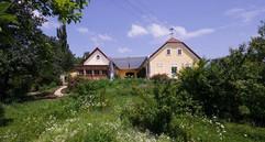 Der über 300 Jahre alte Dreikanthof wurde von uns  liebevoll restauriert...