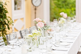 Die Tafel wird von unseren verschiedenen Floristen liebevoll gestaltet...