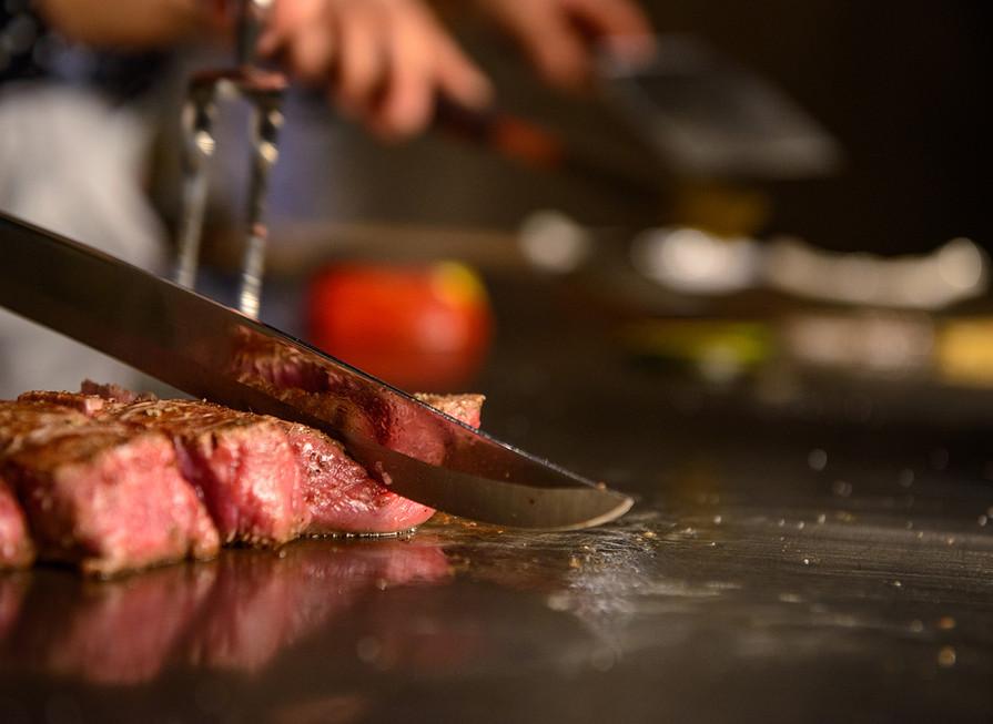 目の前で行われる調理をお楽しみください.jpg