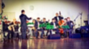 Orkiestra kameralna pod kierownictwem Przemysława Marcyniaka
