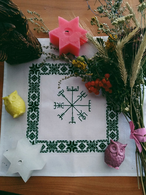 Vegvisir white altar cloth with traditional pattern