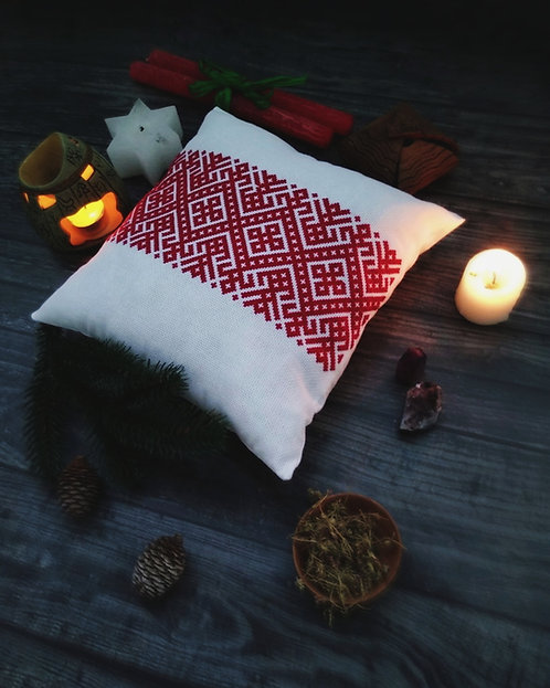 Pillow with red Slavic pattern