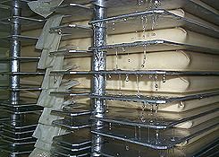 Sake sendo filtrado