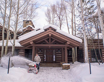 3 Reasons You Need a Winter Caretaker For Your Home