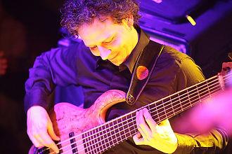 André Buser, Bajista, Tribal ensemble, Picason, Bass Basel, Jazzcampus