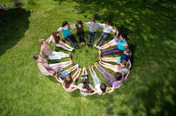3850 Kids grass sit circle.jpg