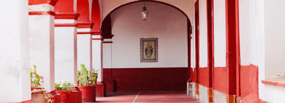 Los arcos rojos son emblemáticos de nuestra arquitectura