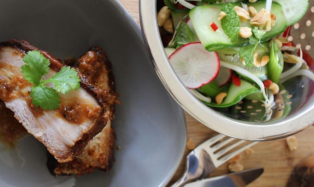ベトナム風豚肉のローストとベトナム風サラダ