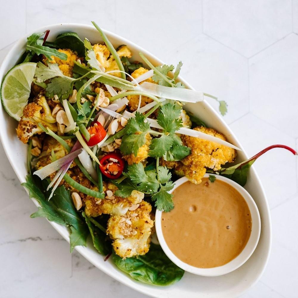 カリフラワーのサラダ サテソース添え