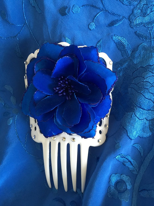 White Flamenco Peineta / Hair comb with crystals and Blue Flower