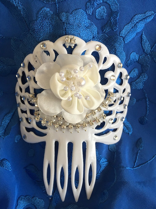 White Hair Comb/Peineta with crystal accents and white flower