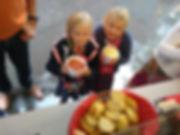 fotoreportage eten pasta kindjes stokbrood brood foodtruck pasta et cetera partytent opstelling binnen trouwfeest huwelijk wedding mobiele pastabar