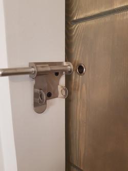 דלת אסם נעילה מנעול נירוסטה