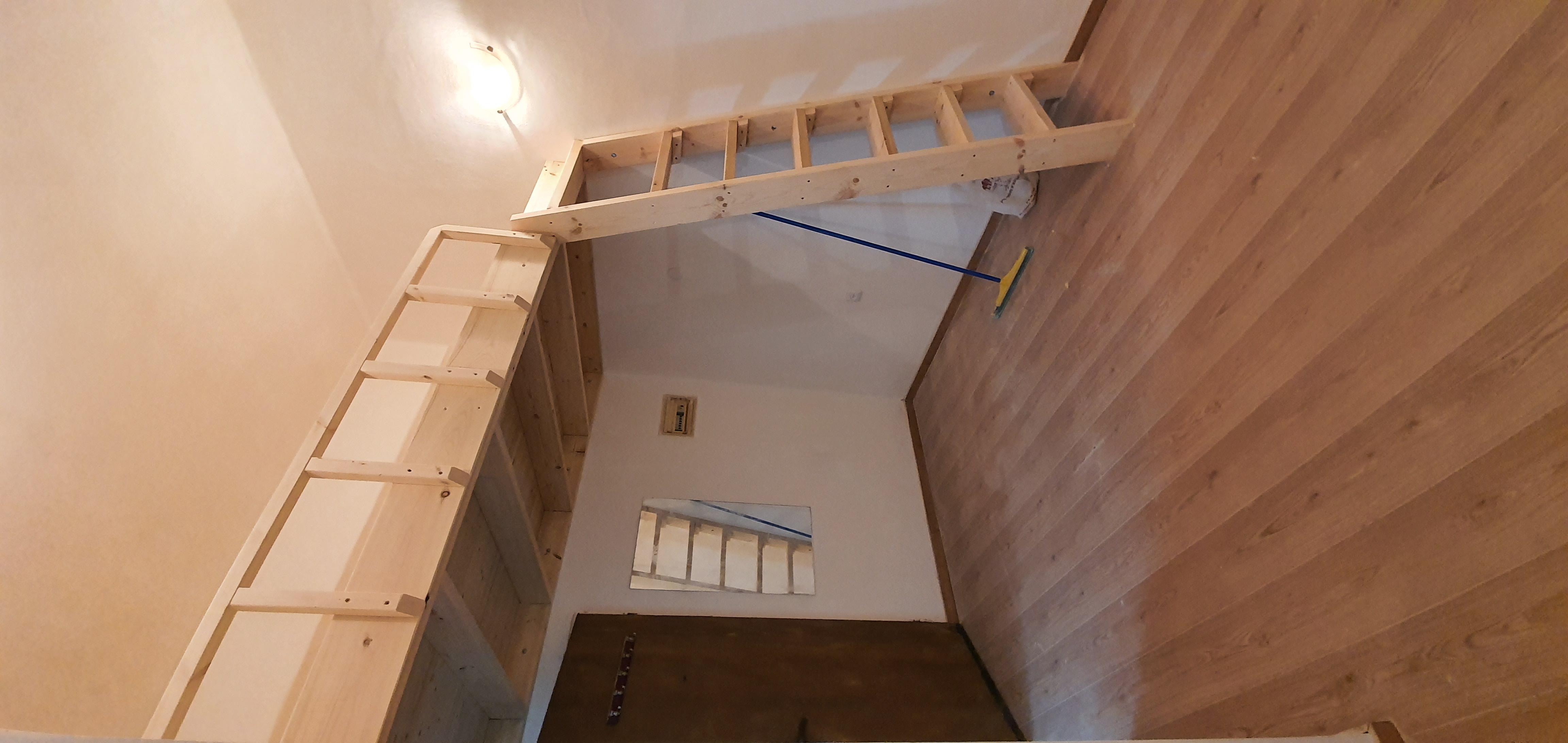 גלריית מיטה, חצי קומה