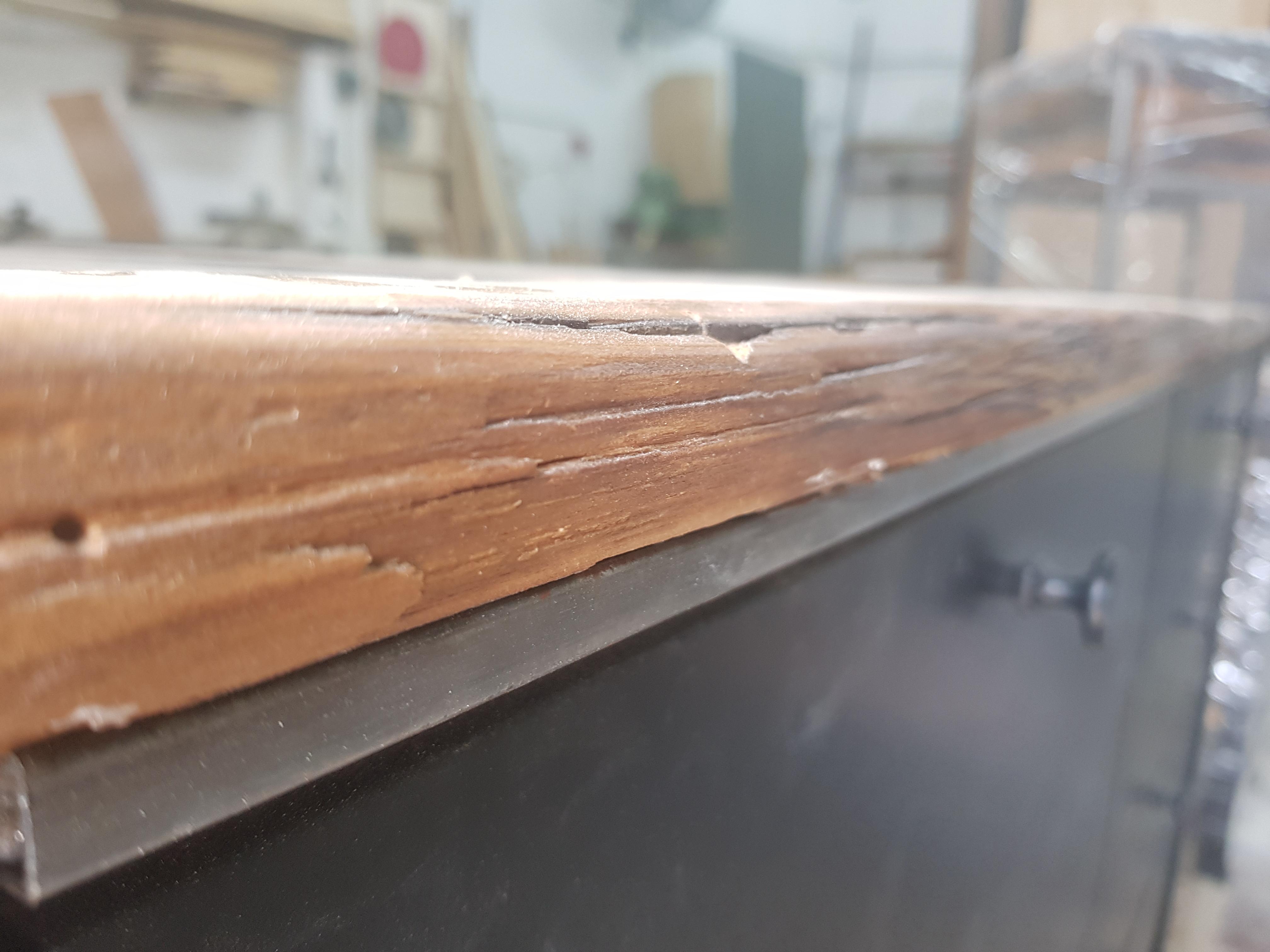 קומודה משולבת ברזל ועץ ממוחזר
