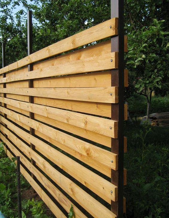 גדר עץ משולב מתכת