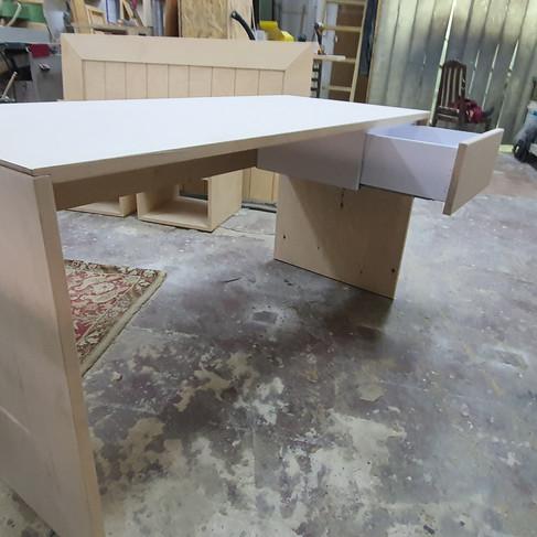 שולחן עבודה משולב מגירה