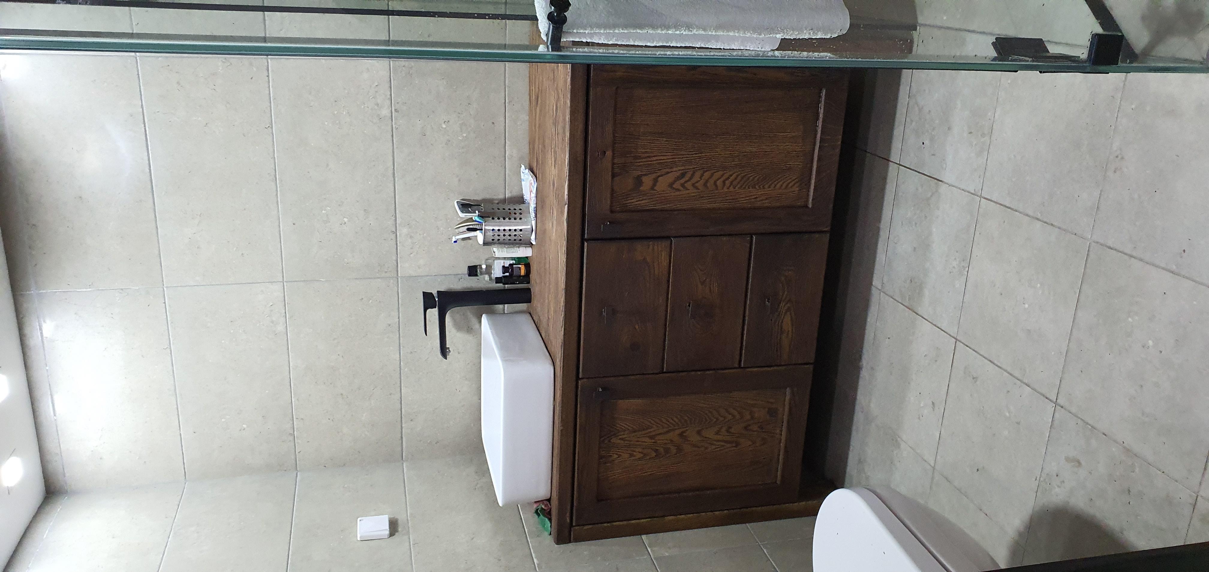 ארונית אמבטיה אלון מוברש ומושחר