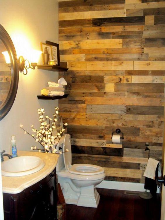 שילוב קיר עץ בשירותים