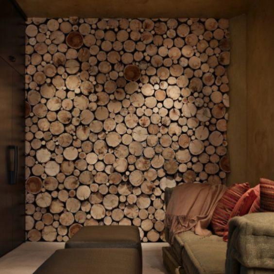 חיפוי קיר סלון בפרוסות עץ