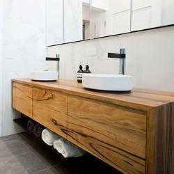 ארונית אמבטיה אגוז אפריקאי