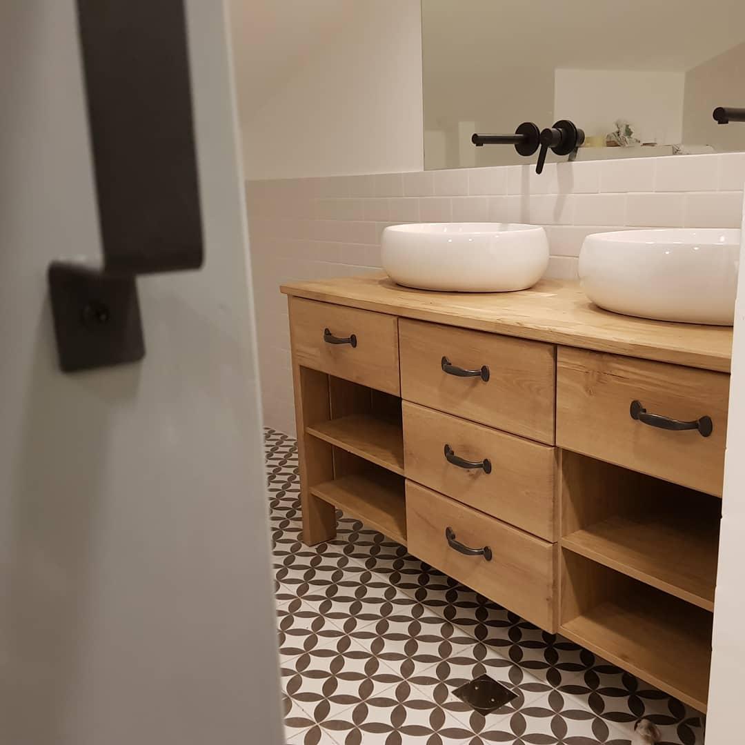 ארונית אמבטיה אלון מבוקע