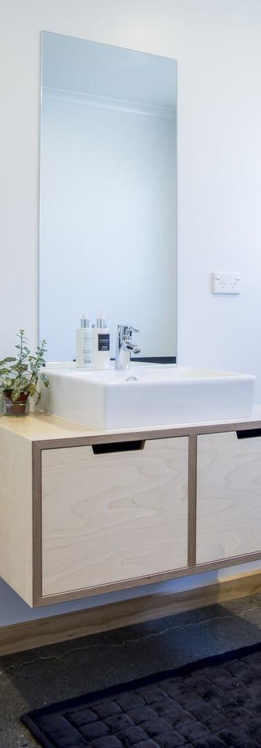 ארונית אמבטיה מלביד בירץ.jpg