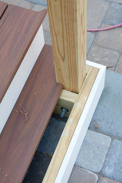 מדרגות חוץ עץ