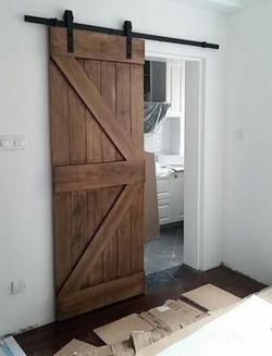 דלת אסם בגימור כפרי