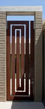 שער עץ מעוצב