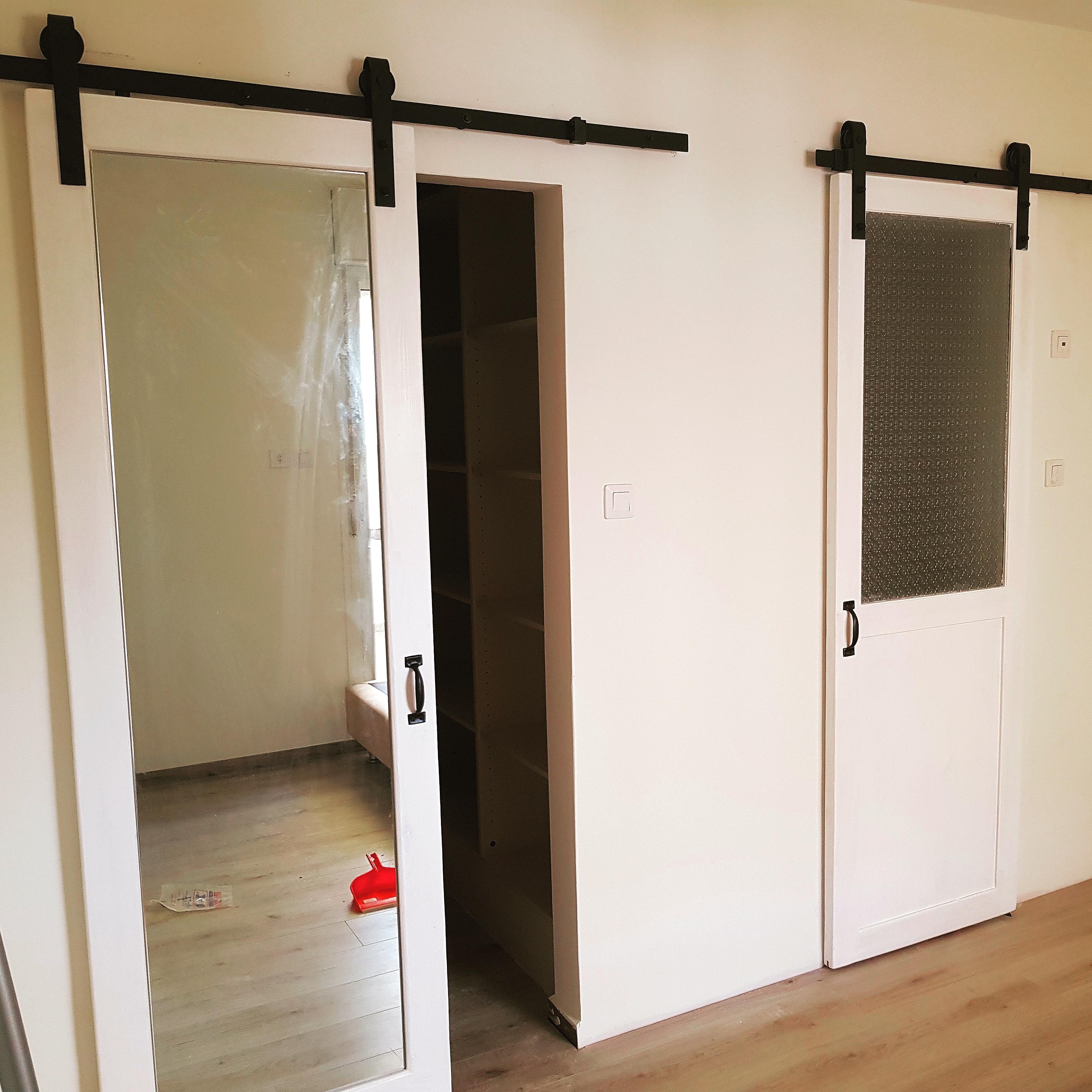 זוג דלתות אסם משולבות זכוכיות