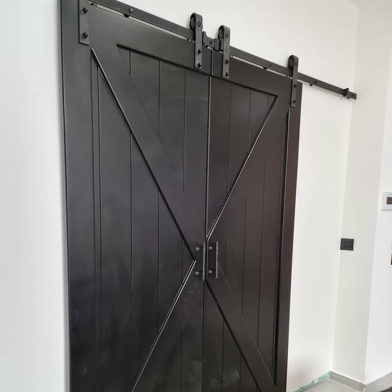 דלת 'אקס' כפולה