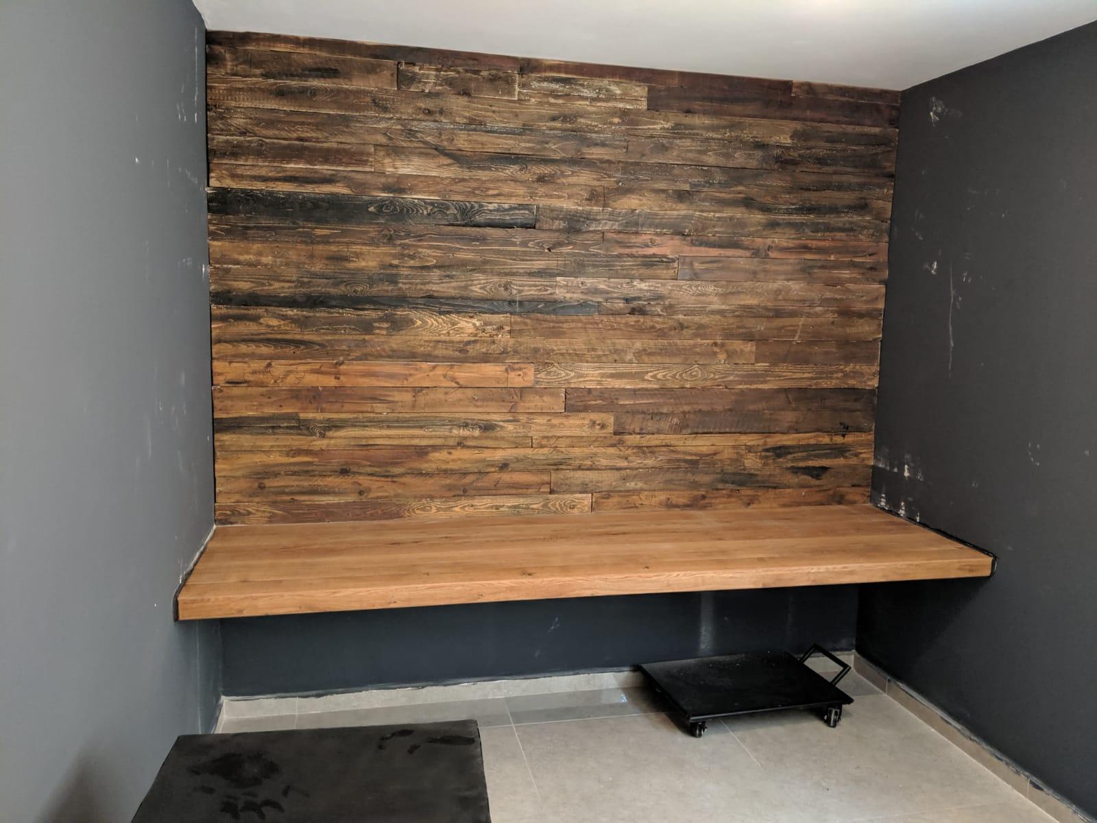 שולחן עבודה משולב חיפוי קיר