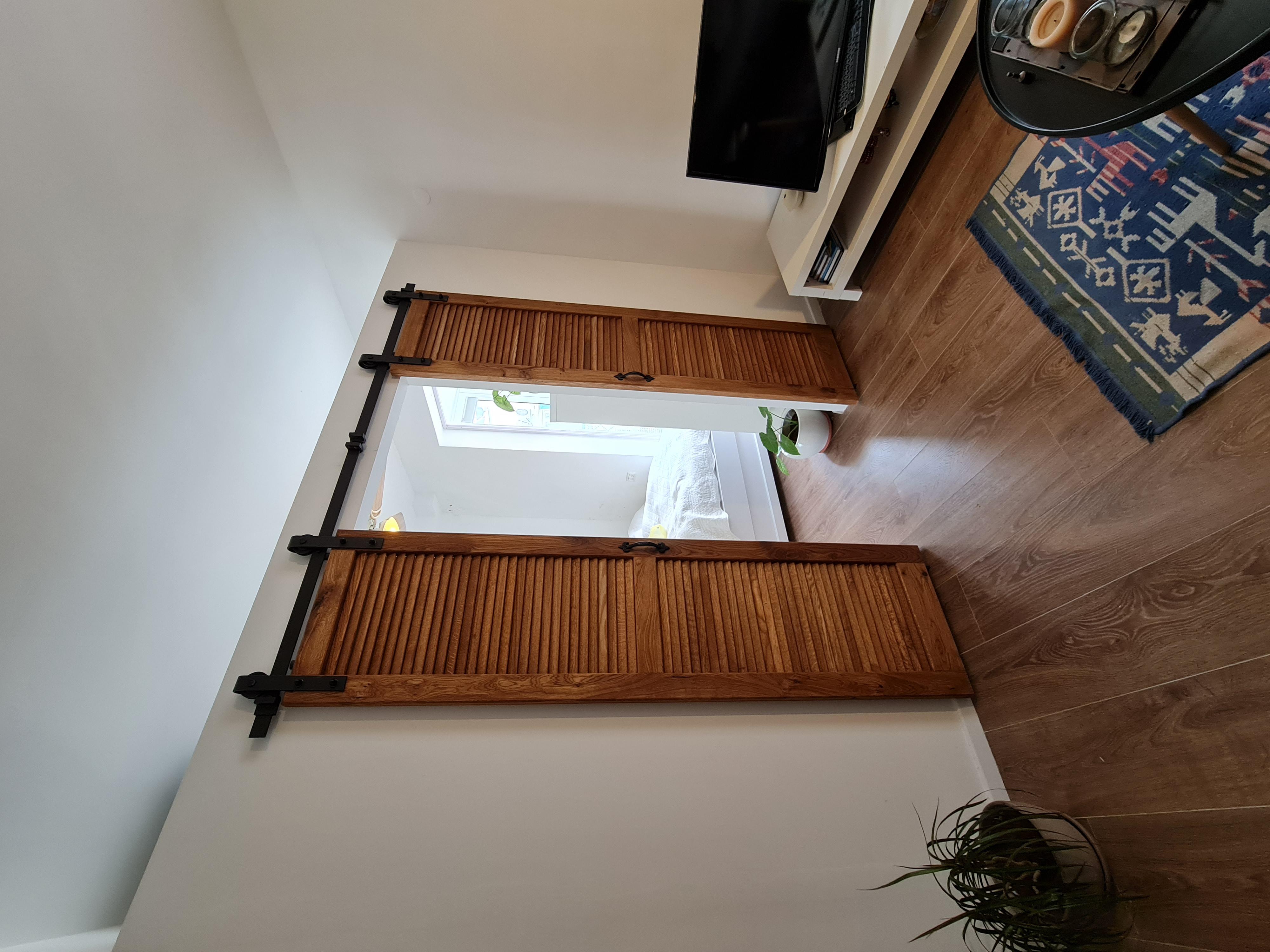 דלת אסם תריסי עץ