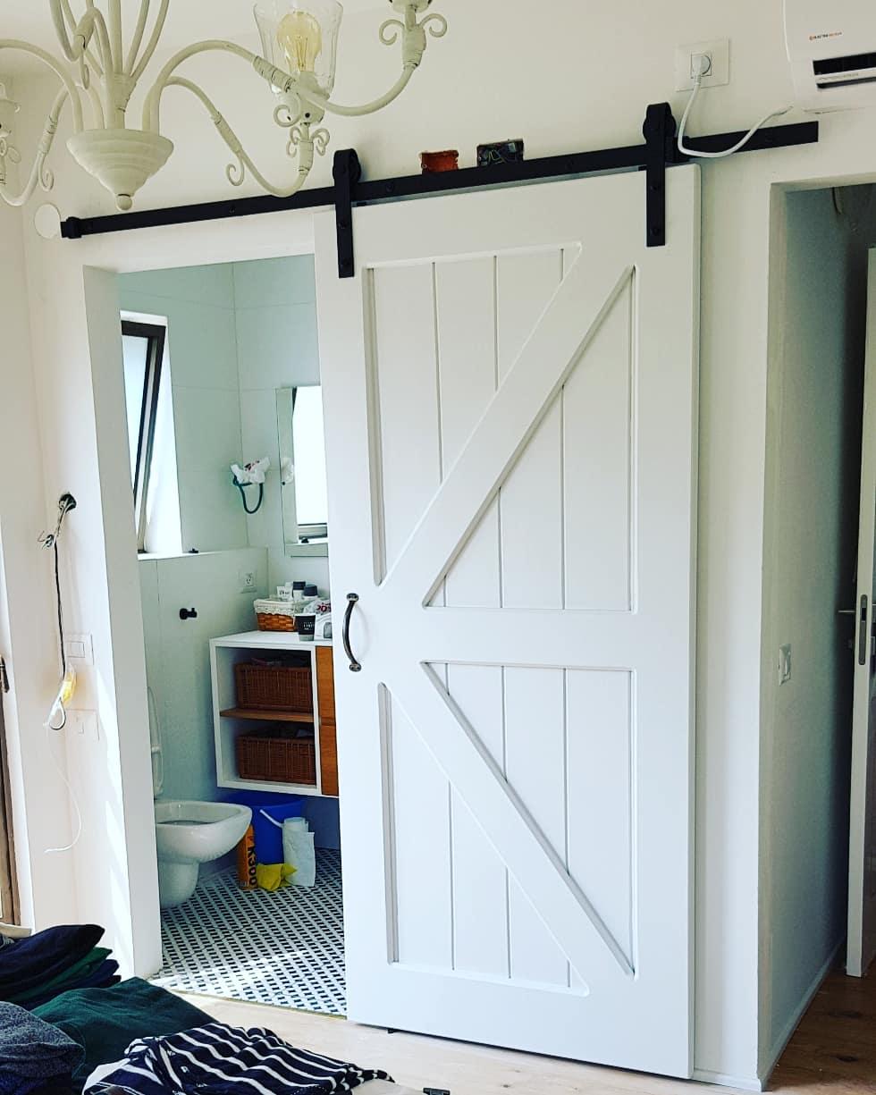 דלת אסם גמר לבן מלוכלך