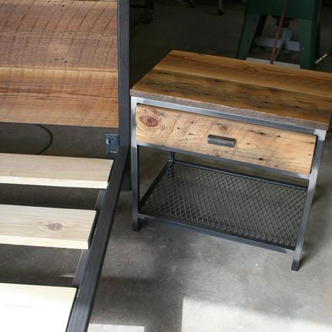 מערכת חדר שינה ברזל ועץ