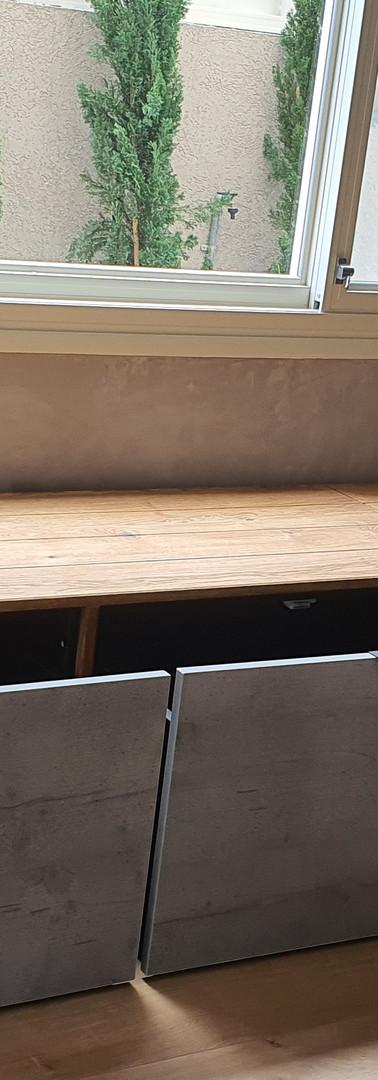 ספסל ישיבה גדול משולב מגירות אכסנה