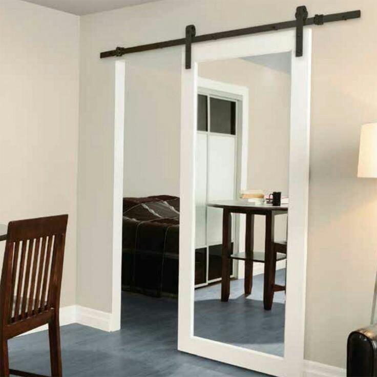 דלת הזזה לבנה משולבת מראה