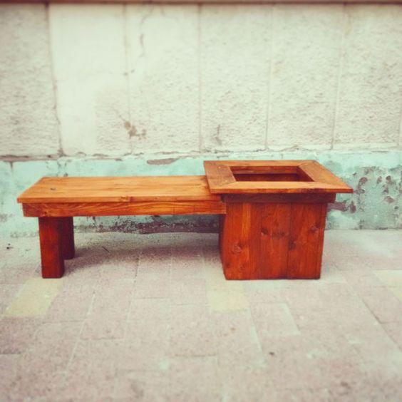 אדניות עץ משולב ספסל