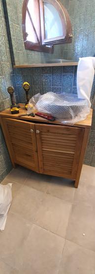 ארונית אמבטיה מאלון משולב רפפות עץ