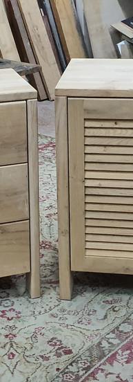 ארוניות אמבטיה אלון מבוקע בשילוב דלתות תריס עץ גושני
